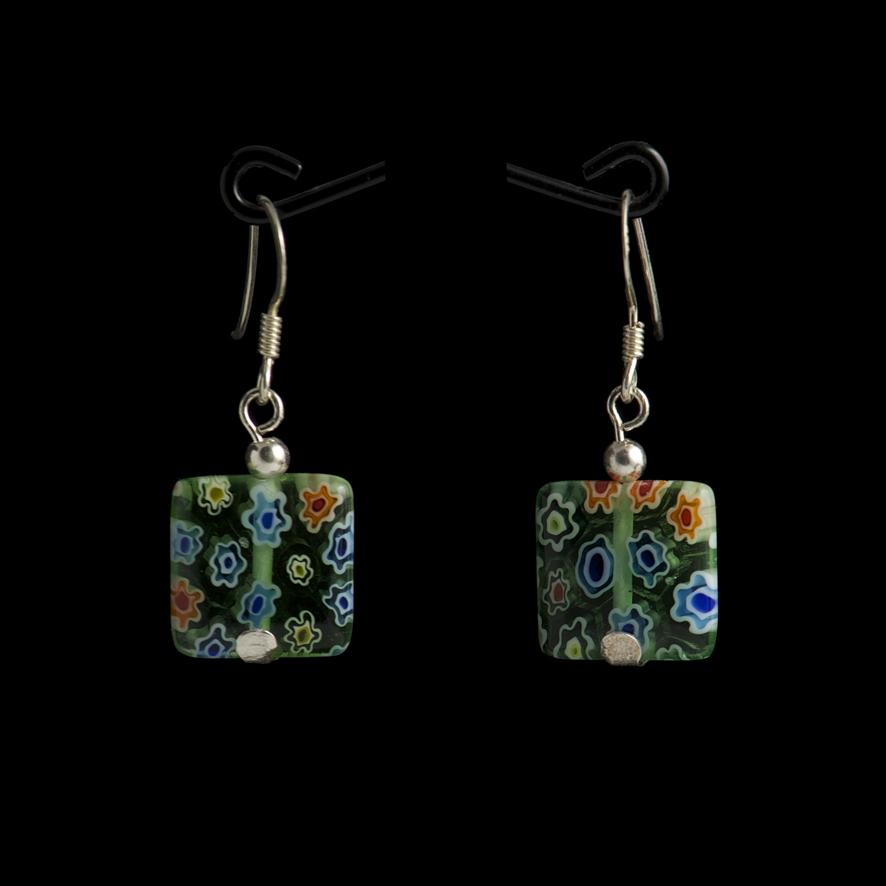 Boucles carrées, perles de verre et argent  15 euros