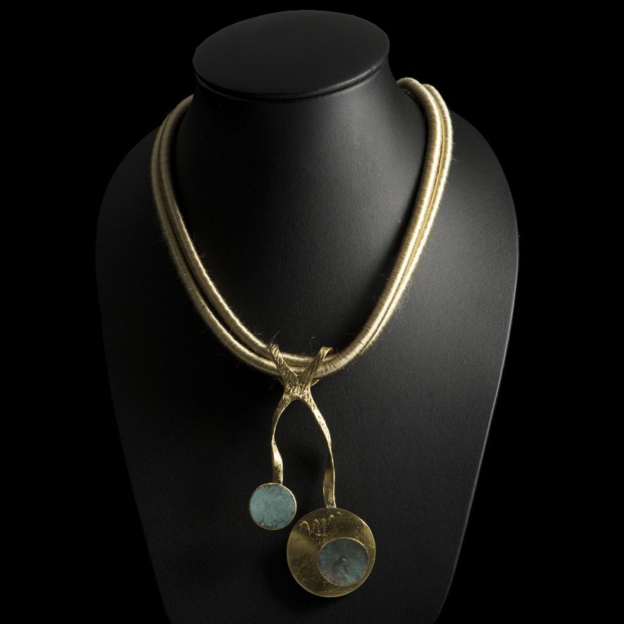 Collier bronze, createur grec  69 euros