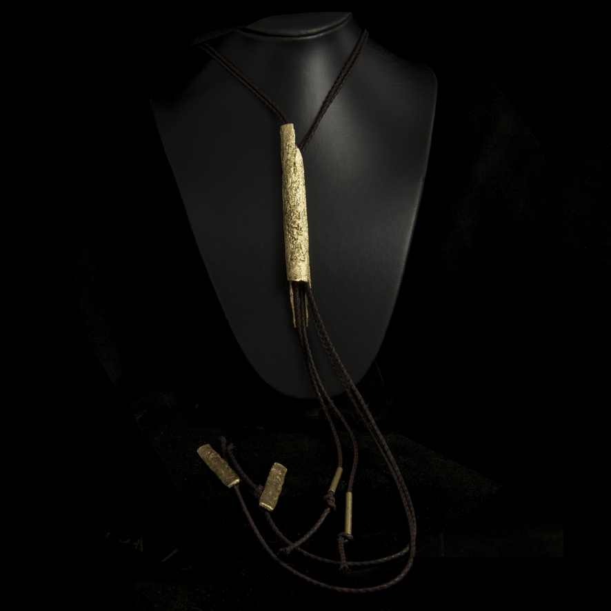 Collier sautoir bronze, createur grec 65 euros
