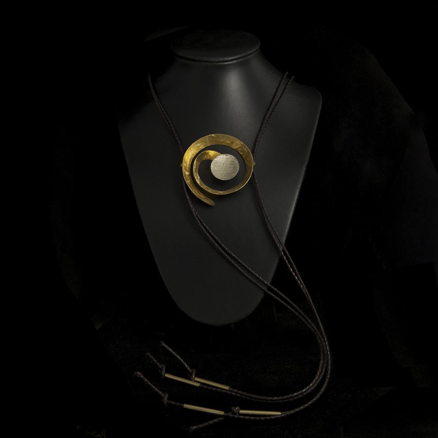 Collier sautoir bronze spirale, createur grec 62 euros